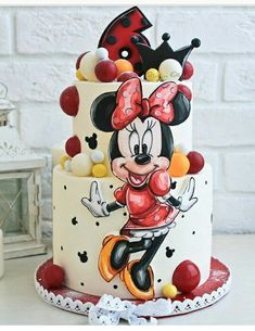 If you're planning a Minnie Mouse birthday party, check out this cute Minnie Mouse Cake! Cake design by # # Shared by SPCN. Minnie Mouse Cake Decorations, Minnie Mouse Cupcake Cake, Minni Mouse Cake, Bolo Do Mickey Mouse, Minnie Mouse Cake Design, Disney Mickey, New Birthday Cake, Birthday Cupcakes, Mickey Birthday