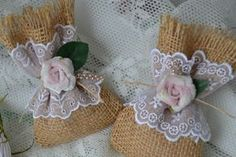 How to make rustic and vintage wedding favors Vintage Wedding Favors, Wedding Gifts For Guests, Hobbies That Make Money, Great Hobbies, Hobby Shops Near Me, Inexpensive Wedding Favors, Jute Bags, Bridal Shower Favors, Fabric Flowers
