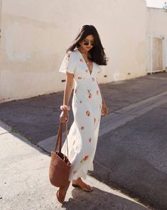 In A Search For A Perfect White Dress For Summer - Sunny Summer Fashion Outfits and Style - Summer Dress Outfits Floral Dress Outfits, White Floral Dress, Summer Dress Outfits, Spring Outfits, Summer Floral Dress, Boho Floral Dress, Autumn Outfits, White Dress Summer, Little White Dresses