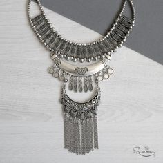 Collar Doriana. Diy Necklace, Fashion Necklace, Fashion Jewelry, Silver Jewellery Indian, Silver Jewelry, Cute Jewelry, Charm Jewelry, Metal Necklaces, Jewelry Necklaces