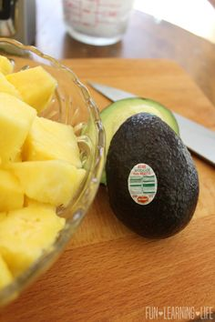 Pineapple Avocado Smoothie Recipe! - Fun Learning Life Avacado Smoothie, Healthy Drinks, Healthy Recipes, Mini Cucumbers, Fresh Fruits And Vegetables, Holiday Drinks, Smoothie Recipes, Pineapple, Avocado