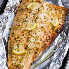 salmon recipes This Garlic Butter Salmon in Foil recipe is an ultra-easy and a flavoutful dinner to make during your busy weeknights. Its ready in less than 30 minutes. Salmon In Foil Recipes, Best Salmon Recipe, Fish Recipes, Seafood Recipes, Cooking Recipes, Healthy Recipes, Dinner Recipes, Grilled Salmon Recipes, Healthy Foods