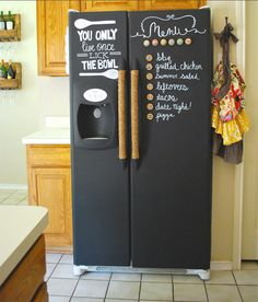 15 Fridge Organizing Hacks You Should Definitely Try - 10. USE CHALKBOARD PAINT TO REDECORATE YOUR FRIDGE AND USE CHALK TO WRITE THE DAILY MENU