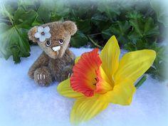 Crocus ours d'artiste miniature par unoursdansmamaison sur Etsy, €34.00