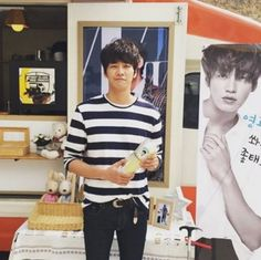 Kim Yeong-kwang shows gratitude towards his fans for gifts