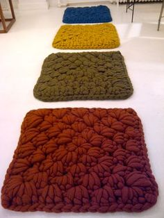 I want to figure out how to make these. They kind of look like granny squares. - Floor Mats - Ideas of Floor Mats Crochet Mat, Crochet Cushions, Crochet Home, Love Crochet, Crochet For Kids, Crochet Crafts, Crochet Doilies, Crochet Stitches, Crochet Projects