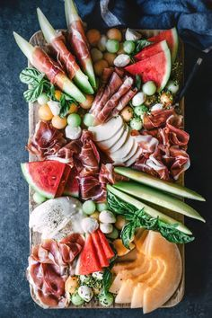 Melon and Prosciutto Platter Recipes fast food drinks Charcuterie And Cheese Board, Charcuterie Platter, Antipasto Platter, Cheese Boards, Tapas Platter, Meat Platter, Snack Platter, Seafood Platter, Crudite Platter Ideas