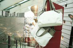 Gerry Weberin kevään uutuudet valkoisena, minä muunakaan! Tutustu merkin laukkuihin: http://www.bebag.fi/gerry_weber