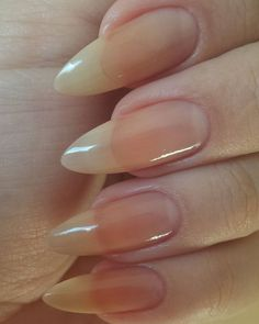 #nakednails #naturalnails #naturalnaillover #stilettonails #stilletonailsshape #almondnails #almondnailshape #longnails