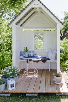DIY Gartenlaube und Friday Flowerday Gazebo DIY or my new philosopher's cottage, Pomponetti Casa Patio, Diy Patio, Diy Garden Projects, Outdoor Projects, Wood Projects, Outdoor Decor, Gazebo Diy, Diy Terrasse, Low Maintenance Garden