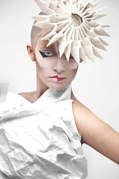 Hoy te presentamos a Valeriya Kutsan, una artista rusa que explora nuevos terrenos en el mundo del maquillaje profesional logrando resultados increíbles.