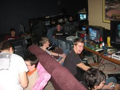 Private_console_LAN_party_image.jpg (604×453)