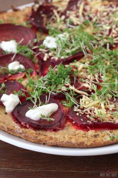 Rote-Beete-Pizza mit Blumenkohlboden via Nikesherztanzt