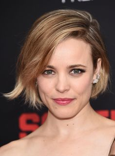 Rachel McAdams looks stunning with her casual yet cool bob and glossy pink lips