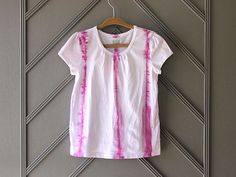 DIY Shibori T-Shirts >> http://blog.diynetwork.com/maderemade/how-to/diy-shibori-t-shirts-tie-dye-goes-high-fashion/?soc=pinterest