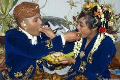Kotomisi (traditionele klederdracht) van de Creolen. De ...