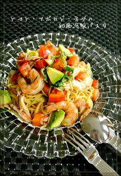 Chilled Tomato Avocado and Shrimp Pasta With Japanese Seasonings Recipe - Are you ready to cook? Let's try to make Chilled Tomato Avocado and Shrimp Pasta With Japanese Seasonings in your home! Healthy Cooking, Cooking Recipes, Healthy Recipes, Asian Recipes, Ethnic Recipes, Japanese Dishes, Shrimp Pasta, Food And Drink, Yummy Food