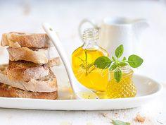 Olive oil & bread slices