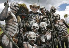2007年8月18日、第46回「シンシン(Singsing)」に参加するSimbuのOmo Masalaiと米国の冒険家のMichael Coulbourneさん(後列中央)。(c)AFP/Torsten BLACKWOOD ▼19Aug2007AFP|パプアニューギニアの全民族が集合 http://www.afpbb.com/articles/-/2269382 #Singsing #Simbu #Omo_Masalai #Michael_Coulbourne