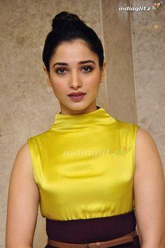 Indian Actress Pics, South Indian Actress Hot, Bollywood Actress Hot Photos, Indian Bollywood Actress, Bollywood Girls, Tamil Actress Photos, Beautiful Bollywood Actress, Beautiful Actresses, Indian Actresses