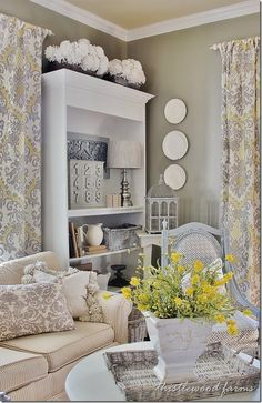 45 Comfy Farmhouse Living Room Decor Ideas - Home Decor & Design Table Decor Living Room, Living Room Modern, Home And Living, Living Room Designs, Living Rooms, Style At Home, Style Rustique, Country Decor, Home Fashion