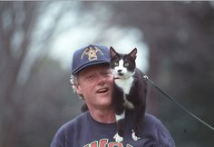 Bill Clinton takes his cat Socks for a walk: | The 42 Best Photos Ever Taken Of White House Pets