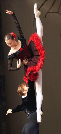 ballet - Alina Cojocaru, Johan Kobborg Don Quijote Ballet Tutu, Ballet Dancers, Shall We Dance, Lets Dance, Dance Photos, Dance Pictures, Ballet Costumes, Dance Costumes, Ballet Russe