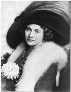 Actress Bertha Kalich, born in Galicia (now Ukraine), fled to America after rumors of her rivals plotting to kill her in her early 20s. She became successful both in Yiddish and American theater – a feat no other female actress had accomplished | www.nwhm.org | National Women's History Museum | #NWHM #WomensHistory #BerthaKalich #JewishAmericanWomen