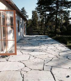 Fast i granit? Porch And Balcony, Balcony Garden, Exterior Design, Interior And Exterior, Outdoor Stone, Garden Stones, Garden Inspiration, Land Scape, Future House