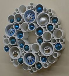 Spring Wreath - PVC Wall Art The balls look more like Christmas ornaments to me but it certainly gives you an idea how it can be decorated for different occassions. Christmas Projects, Holiday Crafts, Christmas Crafts, Christmas Decorations, Christmas Ornaments, Christmas 2019, Autumn Decorations, Holiday Wreaths, Pvc Pipe Crafts