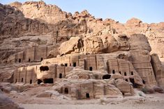 Plan the adventure of a lifetime with the best Petra hiking trails & temples, Petra map & 15 essential tips to visit Petra, the magical lost city of Jordan. Petra Map, City Of Petra, Jordan Photos, Jordan Travel, Wadi Rum, Lost City, Wonders Of The World, Jordans, Voyage