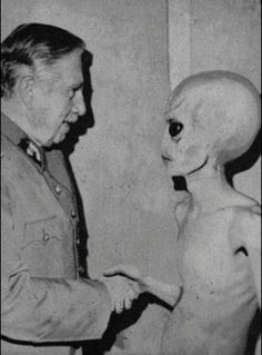 gif photography trippy Black and White Cool photo lsd acid psychedelic epilepsy warning surreal alien glitch acid trip handshake lsd trip Les Aliens, Aliens And Ufos, Ancient Aliens, Paranormal, Photo Halloween, X Files, Alien Theories, Arte Alien, Photocollage