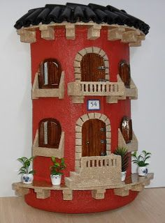 Risultati immagini per tejas decoradas cocinas Home Crafts, Diy And Crafts, Crafts For Kids, Birthday Calender, Clay Pot Lighthouse, Clay Jar, Clay Houses, Play Clay, Clay Tiles