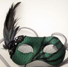 Black and Emerald Green Glam Masquerade Mask by TheCraftyCrafter Masquerade Halloween Costumes, Masquerade Wedding, Masquerade Ball, Masquarade Mask, Slytherin, Venetian Masks, Beautiful Mask, Mask Party, Diy Mask