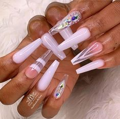 The advantage of the gel is that it allows you to enjoy your French manicure for a long time. There are four different ways to make a French manicure on gel nails. Fabulous Nails, Gorgeous Nails, Pretty Nails, Acrylic Nail Designs, Nail Art Designs, Acrylic Nails, Coffin Nails, Acrylics, Dope Nails