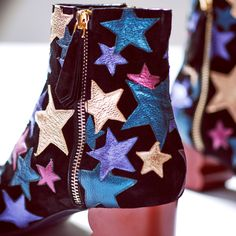Star-Print Accessories To Add Some Sparkle To Your Look Mode Tommy Hilfiger, Star Boots, Star Print, Crazy Shoes, Sock Shoes, Vogue, Footwear, My Style, Accessories