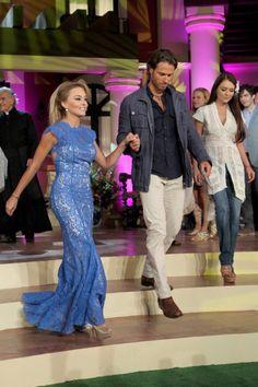 Angelique Boyer, Sebastian Rulli y Grettell Valdez Sebastian Rulli, Barbara Mori, Gowns Of Elegance, Elegant Gowns, Grettell Valdez, Prom Dresses, Formal Dresses, Celebs, Celebrities