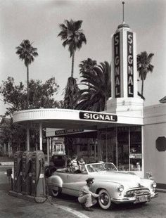Celebrate your love for all things retro by featuring the Global Gallery American Gas Station 1950 Wall Art as a focal point of your décor. Diy Vintage, Photo Vintage, Vintage Photos, Vintage Cars, Vintage Signs, Vintage Photographs, Dress Vintage, Vintage Clothing, Old Gas Pumps