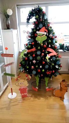 Creative Christmas Trees, Ribbon On Christmas Tree, Christmas Tree Themes, Christmas Lights, Christmas Crafts, Christmas Tree Colored Lights, Christmas Tree Outside, Different Christmas Trees, Rainbow Christmas Tree