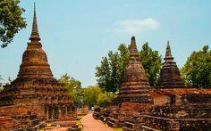 Historical Park in Sukkothai Bangkok, Burj Khalifa, Strand, Barcelona Cathedral, Thailand, Park, Travel, Viajes, Parks