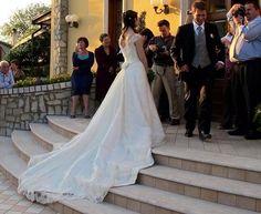 a197bca70237 Valeria e la sua splendida coda in pizzo.  marsilmodasposa  abitodasposa   weddingdress  bridaldress. Marsil Alta Moda   Sposa
