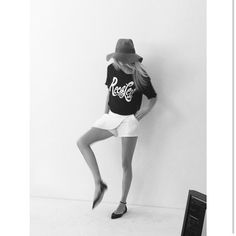 Fashion: trends, outfit ideas, what to wear, fashion news and runway looks Penshoppe, Black Tops, Black And White, Pointed Flats, Fashion News, Fashion Trends, Cara Delevingne, White Outfits, White Shorts