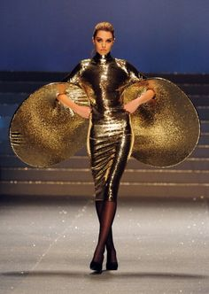 ☼ Cosmic Couture ☽ Celestial Costumes ☼ Designers That Take Fashion To The Extreme Modest Costumes, Fashion Oops, Wearable Art, Cosmic, Runway, The Incredibles, Style Inspiration, Celestial, Couture
