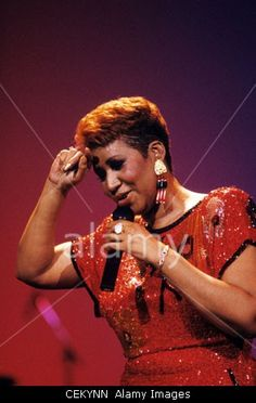 Download this stock image: ATLANTIC CITY, NJ - MAY 27: Singer Aretha Franklin performing at a casino in Atlantic City, New Jersey on May 27, 1989. - CEKYNN from Alamy's library of millions of high resolution stock photos, Stock Photo, illustrations and vectors.