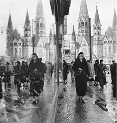 #Berlin back then showing the Kaiser-Wilhelm-Gedächtniskirche mirrored in a window display  Collection Madame Roger Schall Paris. Find more photographic gems in BERLIN. PORTRAIT OF A CITY by taschenbooks