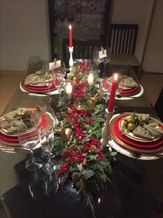 In this DIY tutorial, we will show you how to make Christmas decorations for your home. The video consists of 23 Christmas craft ideas. Christmas Dining Table, Christmas Table Settings, Christmas Tablescapes, Holiday Tables, Silver Christmas Decorations, Large Christmas Baubles, Christmas Centerpieces, Christmas Ornaments, Holiday Decor