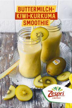 Buttermilch-Kurkuma-Smoothie mit Zespri SunGold Kiwi - Euer Immunboost-Drink für die Erkältungszeit! ➖Zutaten➖ Saft von 1/2 Zitrone 1 Zespri SunGold Kiwi, geschält, in Stücken 250 ml Buttermilch 2 TL Honig 1 TL Ingwer 1/2 TL Kurkuma (für 1 Shake) ➖Zubereitung➖ 〰️ Alle Zutaten in einen Mixer geben und ca. 1 Minute fein pürieren. Kalt servieren. Danke an tinatausendschoen ! Kiwi, Mixer, Cantaloupe, Fruit, Food, Smoothie Recipes, Turmeric, Honey, Lemon