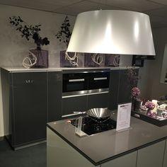 www.loomanskeukens.nl Wave Design, Kitchen, Home Decor, Cooking, Decoration Home, Room Decor, Kitchens, Cuisine, Home Interior Design