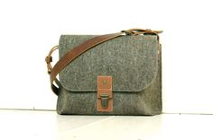 SMALL MESSENGER - Felt & Leather - Ipad bag - brown blend wool - cognac buffalo leather - Exclusive, formal, handmade for Ipad