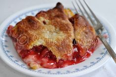 Easy Peasy Cherry Cheese Cobbler - Going to try this afternoon for a dessert with supper. Brownie Desserts, Just Desserts, Delicious Desserts, Dessert Recipes, Yummy Food, Cherry Desserts, Dessert Ideas, Pastries Recipes, Puff Pastries